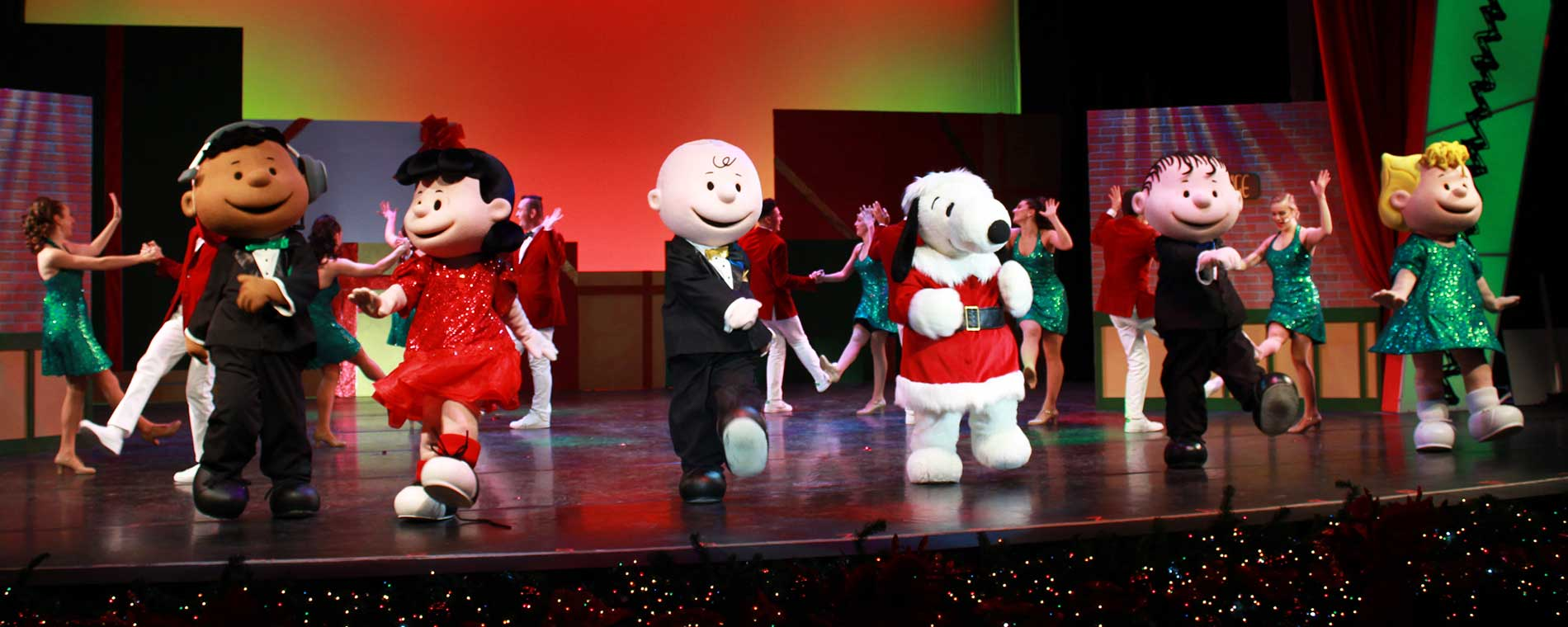 Charlie Browns Christmas.Charlie Brown S Christmas Spectacular Winterfest Carowinds