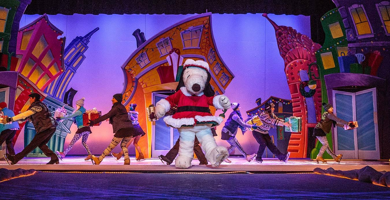 its christmas snoopy at great americas holiday event - Christmas Snoopy