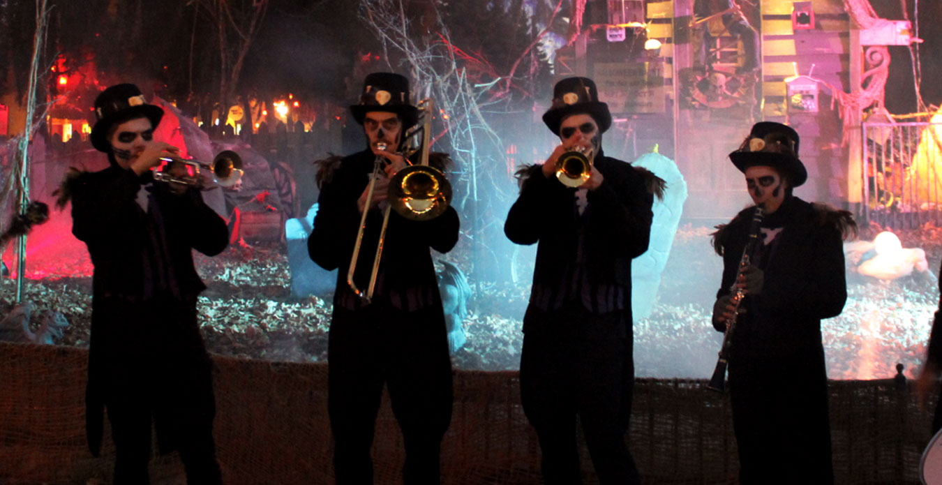 Dixieland Zombie Marching Band - Halloween Haunt at Canada's Wonderland