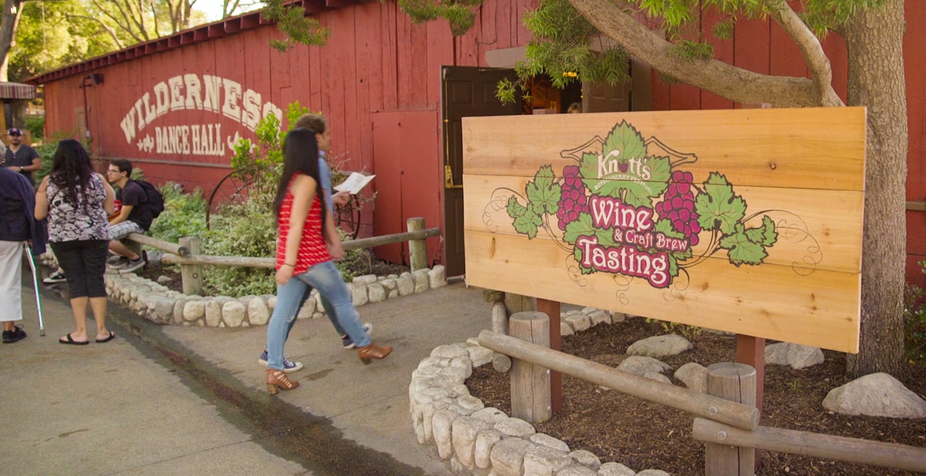 Art Show at Boysenberry Festival's Wine and Craft Brew Garden