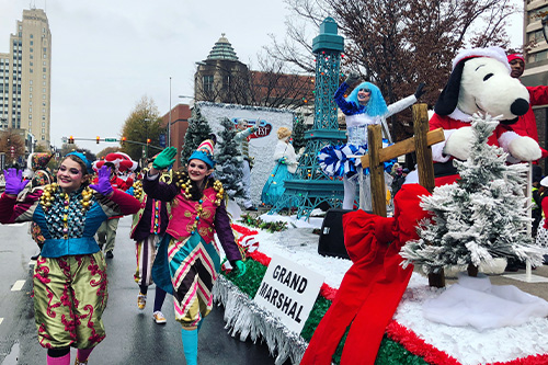 Midway Christmas Parade 2020 Kings Dominion Returns to the 2019 Dominion Energy Christmas