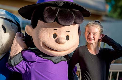 Character Meet & Treats at Kings Dominion's Halloween Event