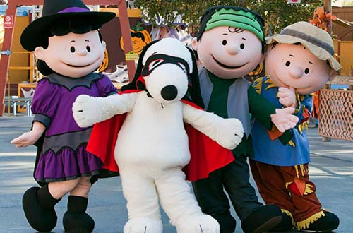 Walk Around Characters at Kings Dominion's Halloween Event