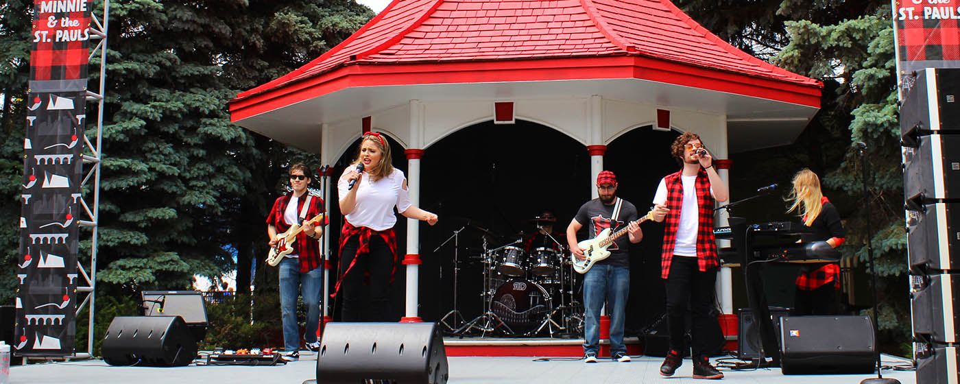 Minnie and the St. Paul's at Valleyfair