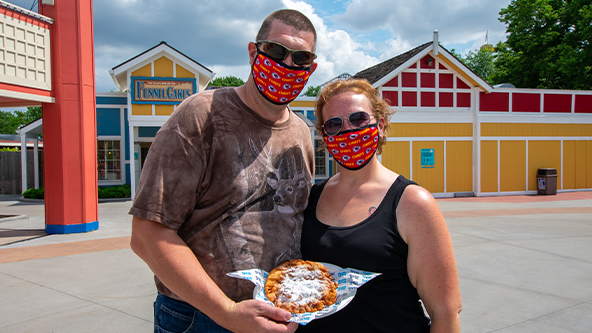 Worlds of Fun guests following our mask policy